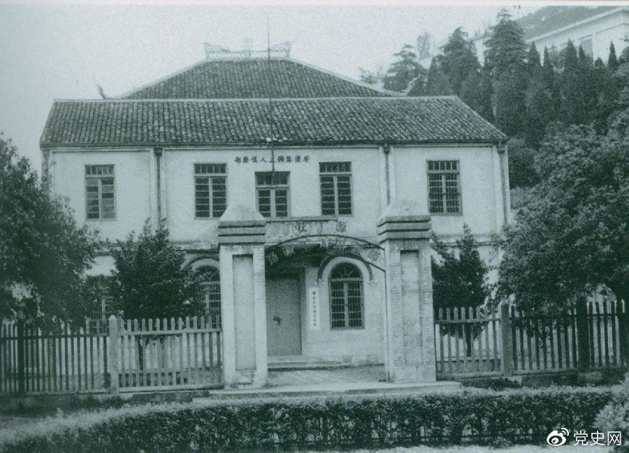 1922年9月11日,刘少奇受毛泽东委派,到江西安源路矿从事工人运动。图为安源路矿工人俱乐部旧址。