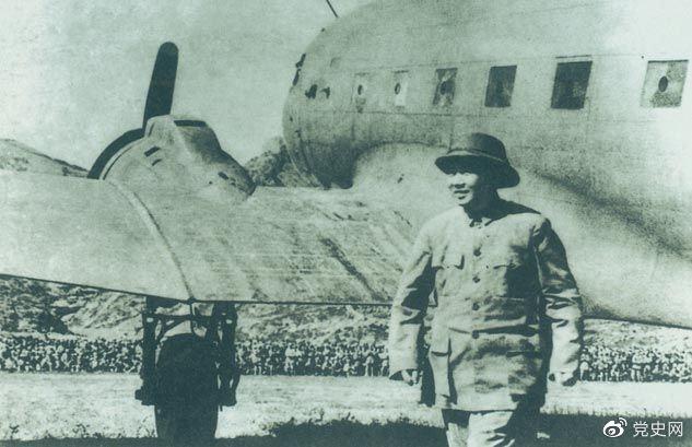 1945年10月11日,毛泽东回到延安,受到延安各界人士的热烈欢迎。